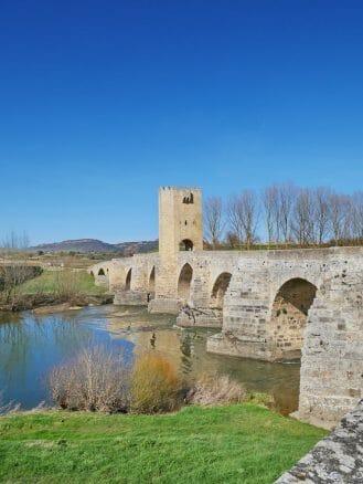 Brücke bei Frías (Burgos/Kastilien und León) über den Fluss Ebro