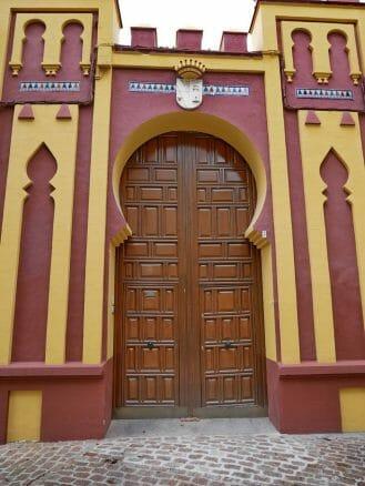 Portal im maurischen Stil