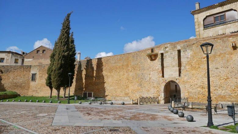 Stadtmauer und Puerta de Santiago in Ciudad Rodrigo