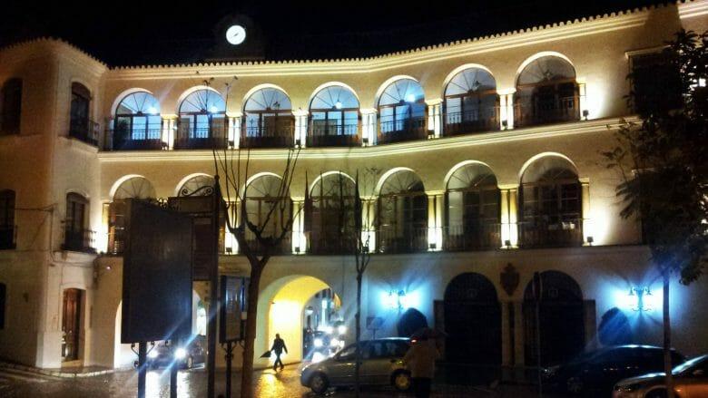 Das Rathaus von Osuna bei Nacht