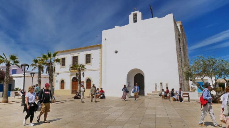 """Die Kirche Kirche Sant Francesc Xavier in der """"Inselhauptstadt"""" von Formentera"""