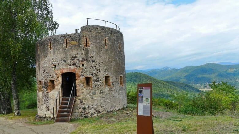 Alter Wachturm am Montsacopa Vulkan