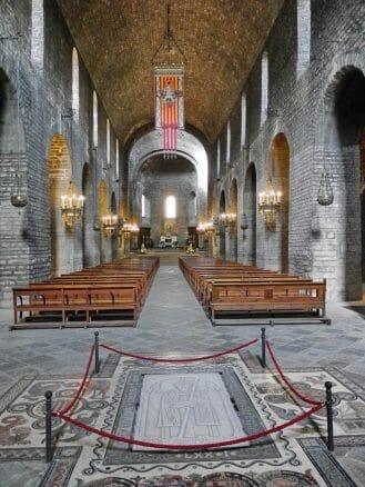 In der Kirche des Klosters von Ripoll