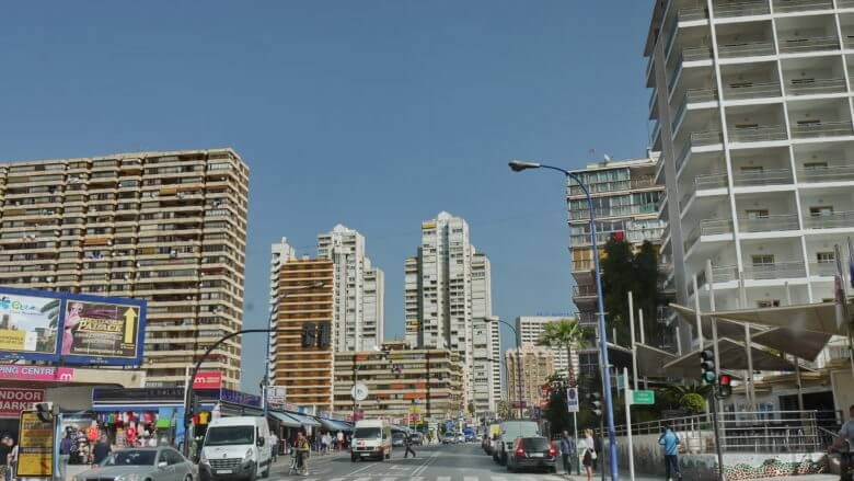 Die Avinguda del Mediterranio in Benidorm