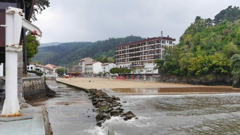 Der kleine Strand von Ea
