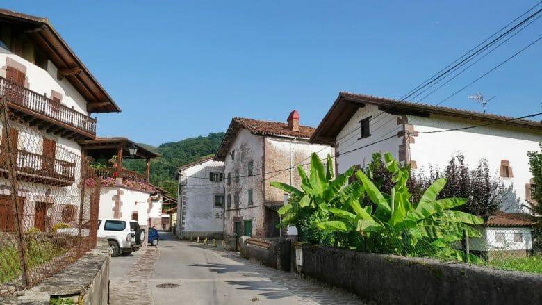 Typisch baskische Häuser in Elizondo
