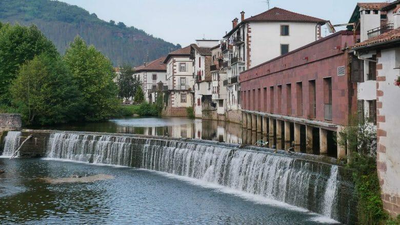 Der Fluss Baztan in Elizondo