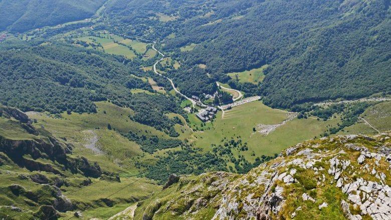 Der Weiler Fuente Dé mit der Talstation der Seilbahn