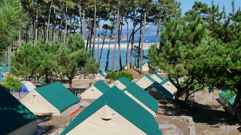 Zelte auf dem Campingplatz Islas Cíes
