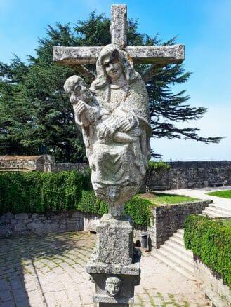 Skulptur im Park Parque Monte do Castro