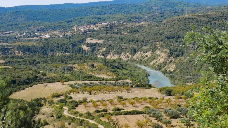Blick von Riglos auf den Ort Murillo de Gállego und den Fluss Gállego