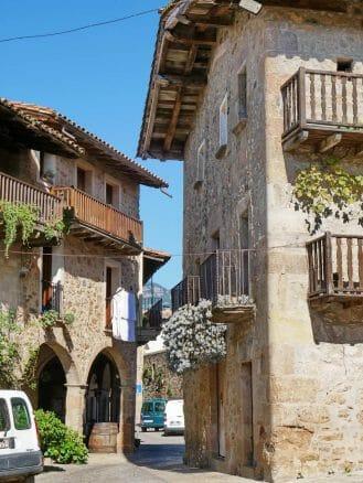 Santa Pau, ein schönes Dorf in der Provinz Girona