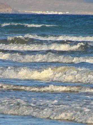 Wellen und blaues Meer