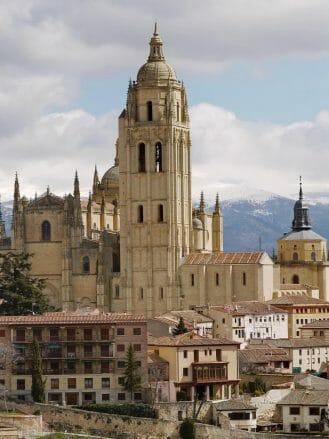 Ortsansicht mit Kathedrale