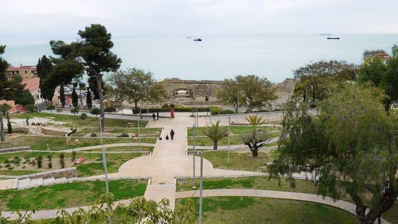 Amphitheater vor der Küste