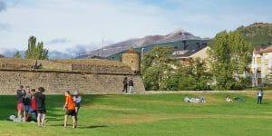 Jaca: Historisches Städtchen am Jakobsweg am Rande der Pyrenäen